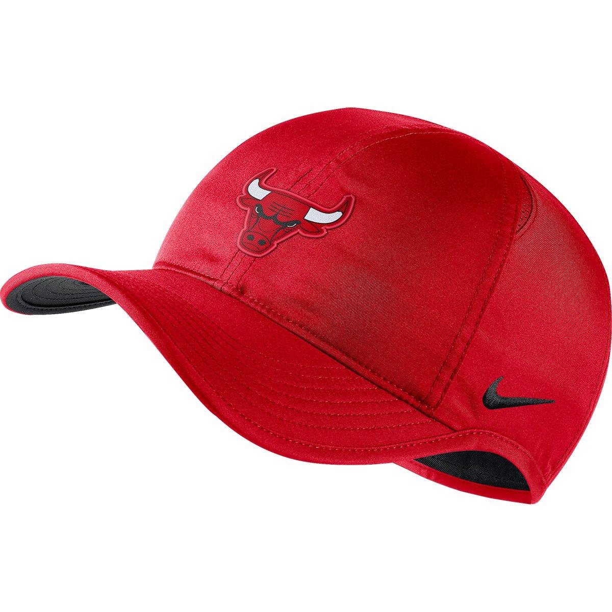 Boné Nike NBA Chicago Bulls Aba Curva Featherlight - Vermelho e Preto -  Compre Agora  0e2768b98ec40