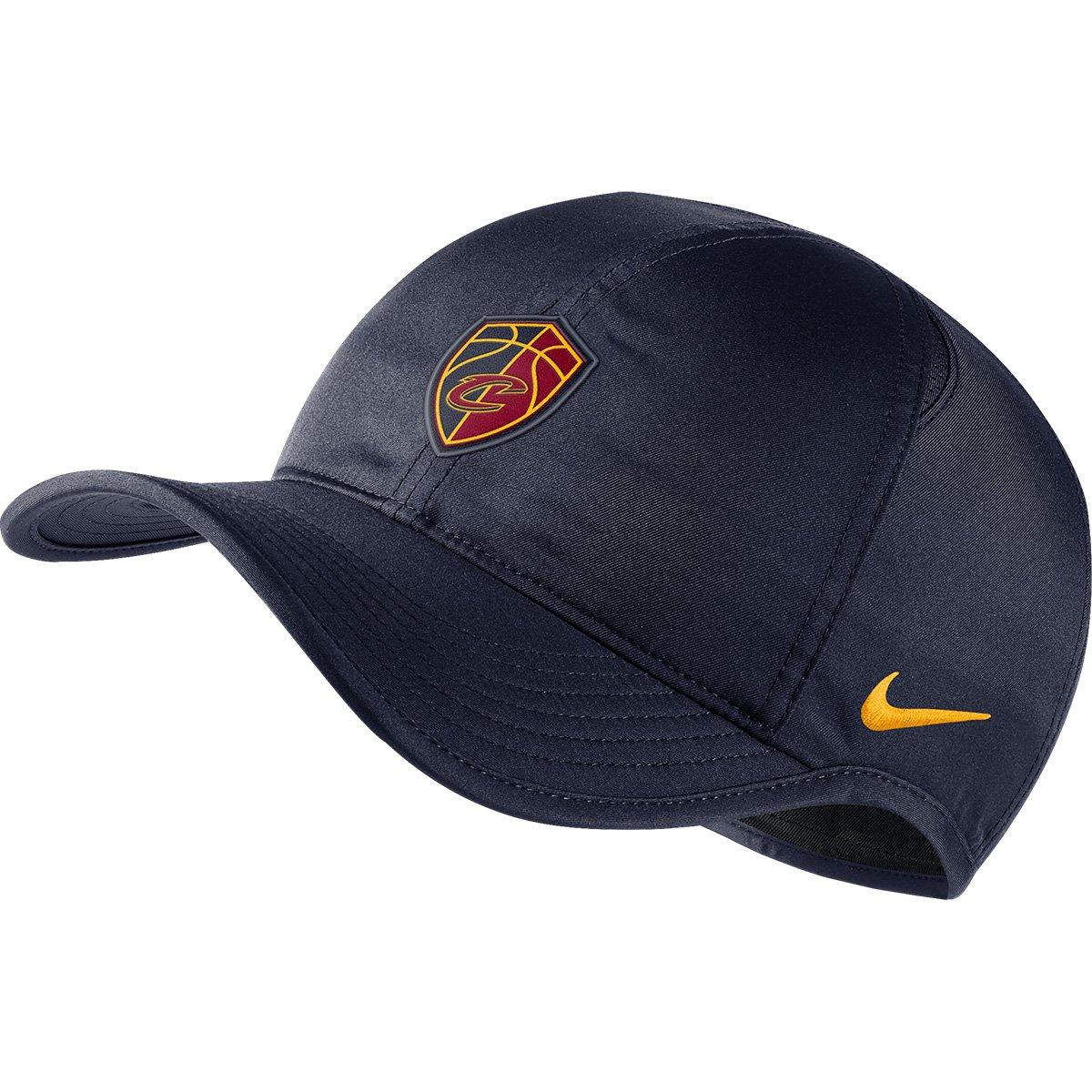 Boné Nike NBA Cleveland Cavaliers Aba Curva Featherlight - Marinho e  Dourado - Compre Agora  01793c37c8e