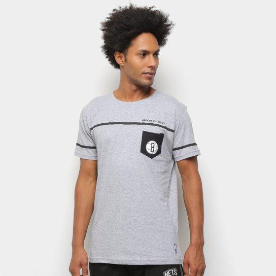 Camiseta NBA Brooklyn Nets Estampa Pock Masculina - Cinza