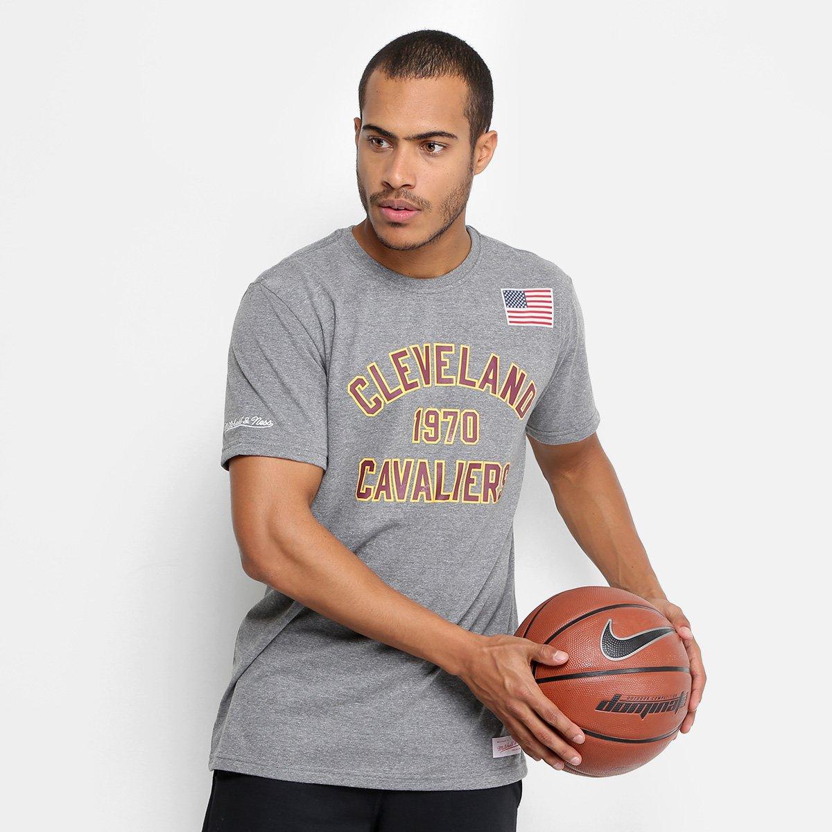 ec2f3759523d2 Camiseta NBA Cleveland Cavaliers Mitchell   Ness Established Year Masculina  - Compre Agora