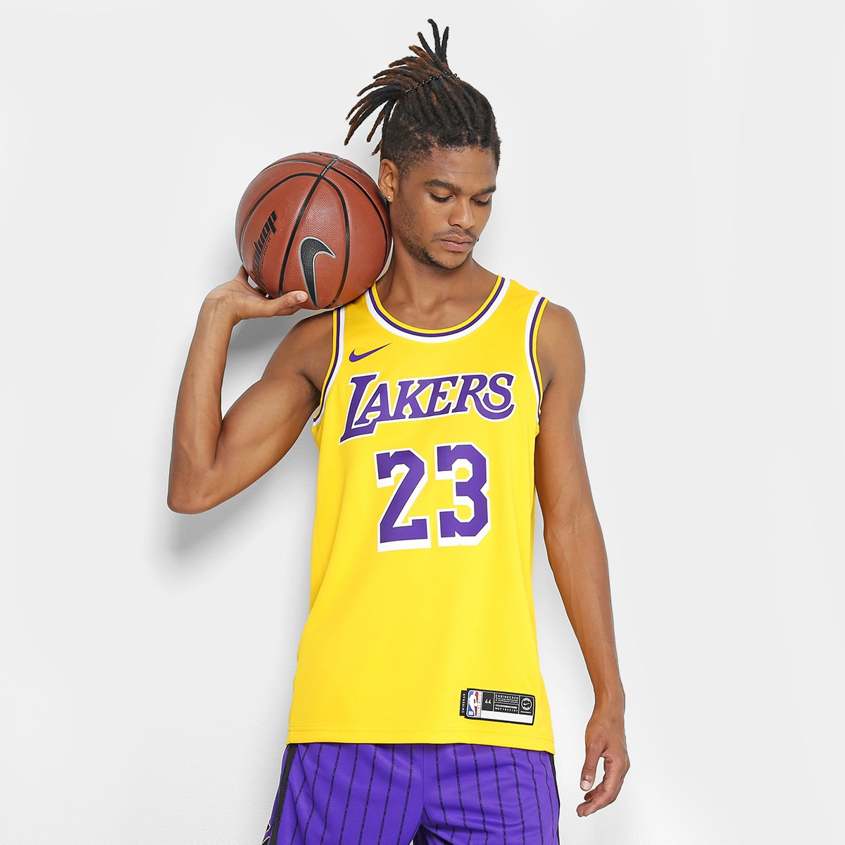 217dab8aa Regata Swingman NBA Los Angeles Lakers LeBron James Jersey Nike - Amarelo -  Compre Agora